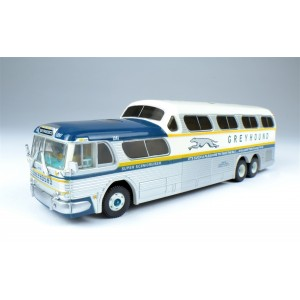 Classic Metal Works HO  1954 GMC PD4501 Scenicruiser Bus, Greyhound San Francisco Destination Board (1960 Scheme silver, white, blue, gold)