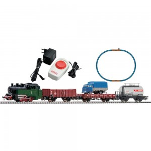 PIKO Model Train  97907 HO SCALE 1:87 Starter Set - Polish Steam Locomotive & 3 Freight Cars of the PKP